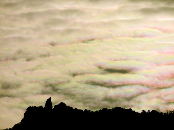 0407彩雲と天柱石in3498R.jpg